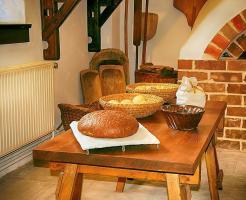 パン屋の雰囲気を柔らかくするために、必要な内装とは?