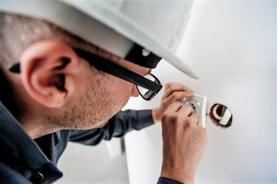 内装工事や設備工事の一部を自分でやって、費用を節約する方法